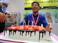 CIPS展会现场为上海春舟严总庆祝生日
